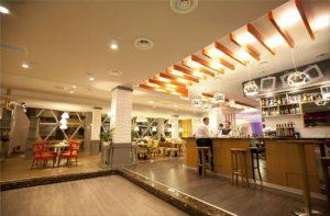 مراکز خرید باکو ، مرکز خرید مترو پارک