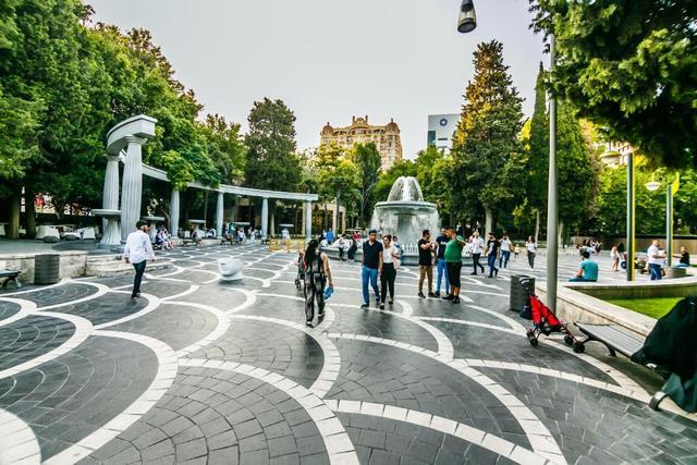 میدان فانتین باکو ، تور باکو